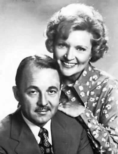 Betty White y John Hillerman, en 'The Betty White Show'
